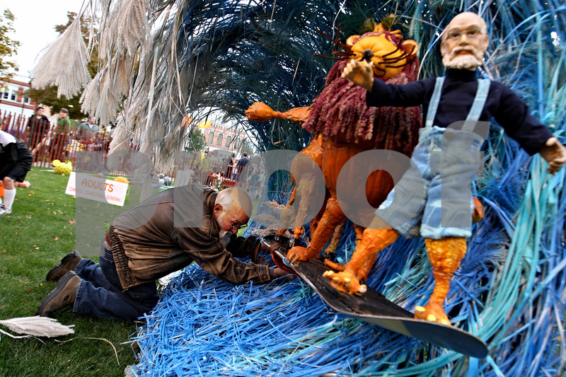 Rob Winner – rwinner@daily-chronicle.com<br /> <br /> Lynden Bute of Sycamore, puts the finishing touches on his pumpkin entry on Wednesday evening.<br /> <br /> 10/21/2009