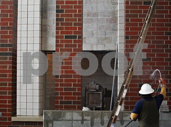 Beck Diefenbach  -  bdiefenbach@daily-chronicle.com<br /> <br /> A construction worker cleans off brick columns at the new Sycamore Elementary School which is under construction in Sycamore, Ill., on Friday Jan. 23, 2009.