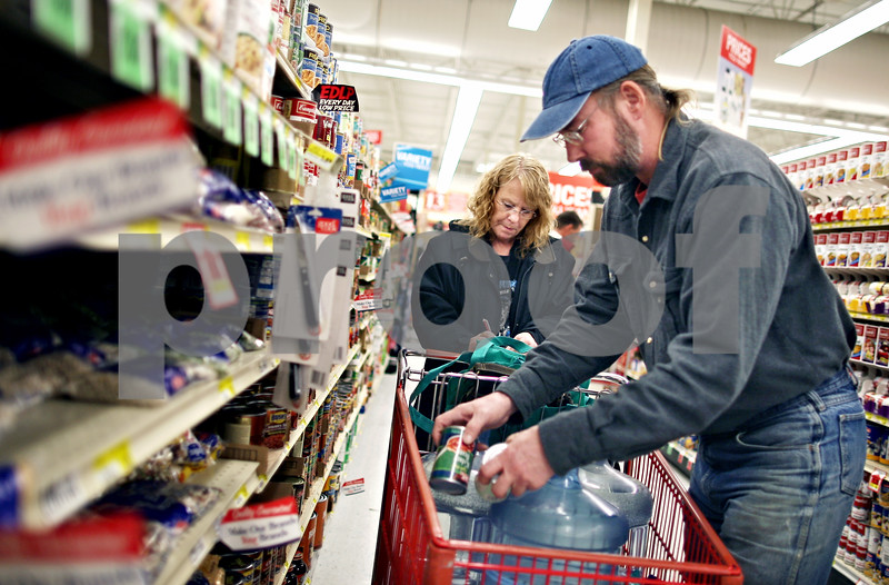 """Beck Diefenbach  -  bdiefenbach@daily-chronicle.com<br /> <br /> Bard and Bob Mahler, of Esmond, Ill., pick out groceries at Brown's County Market in Sycamore, Ill., on Monday Feb. 16, 2009. """"That is definitely not true,"""" Bob said about the Farm Bureau report about how the average family makes enough money in the first seven weeks for a year's worth of food."""