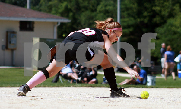 Randi Stella – rstella@daily-chronicle.com<br /> <br /> Kishwaukee Valley Storm Bailie Payne(20) catches a ball from the Aurora Raiders during a 16-under game during Storm Dayz in Sycamore, Ill., on Sunday June 28, 2009.