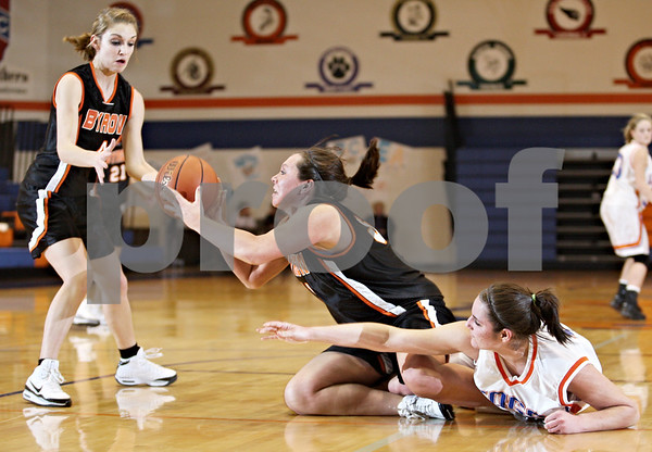 Beck Diefenbach  -  bdiefenbach@daily-chronicle.com<br /> <br /> Center, Byron's Colleen Lowe (31) passes the ball to Paige Knodle (4)during the second quarter of the game at Genoa-Kingston High School in Genoa, Ill., on Tuesday Jan. 27, 2009. Byron beat GK 41 to 38.