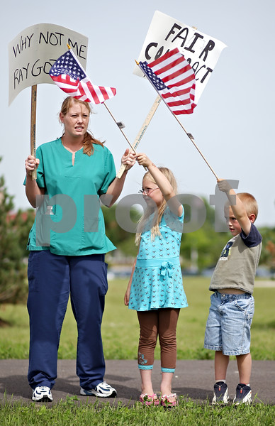 """Beck Diefenbach  -  bdiefenbach@daily-chronicle.com<br /> <br /> Certified Nurse Assistant Wendy Perron, of Lee, and her children Hailey Brock, 6, and Gavin Brock, 4, take part in a picket line for a """"fair contract"""" outside the DeKalb County Nursing Home in DeKalb, Ill., on Monday June 15, 2009."""