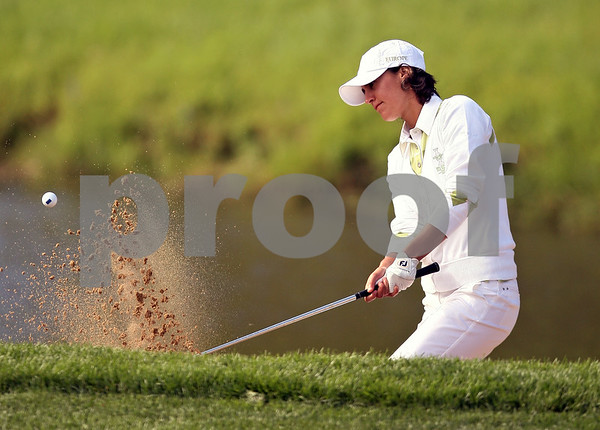 Beck Diefenbach  -  bdiefenbach@daily-chronicle.com<br /> <br /> Europe's Tania Elosegui chips out of a bunker on the 6th hole against team USA at the Solheim Cup in Sugar Grove, Ill., on Saturday Aug. 22, 2009.