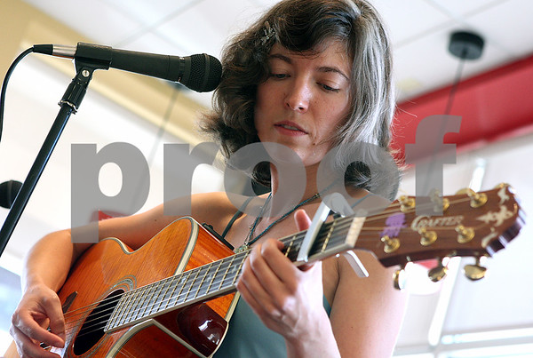 Rob Winner – rwinner@daily-chronicle.com<br /> Daerielle Culver, of DeKalb, performs for guests on Saturday July 11 for Borders Nite Out, which is held once a month at the DeKalb location.<br /> 07/11/2009
