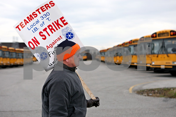 Rob Winner – rwinner@daily-chronicle.com<br /> Dan Piazza, a bus driver for DeKalb School District 428, pickets in front of the  First Student bus yard in DeKalb on Monday morning.<br /> 11/16/2009