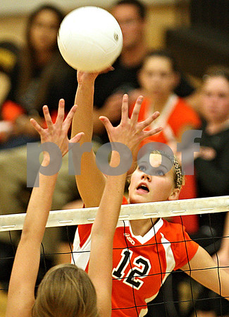 Beck Diefenbach  -  bdiefenbach@daily-chronicle.com<br /> <br /> DeKalb's Courtney Thomas (12) returns the ball during the second period of the game against Sycamore at Sycamore High School in Sycamore, Ill., on Thursday Oct. 15, 2009.