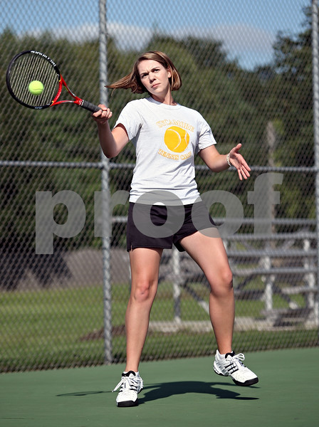 Beck Diefenbach  -  bdiefenbach@daily-chronicle.com<br /> <br /> Sycamore junior Veronica Behrens returns the ball during practice at Sycamore High School in Sycamore, Ill., on Monday August 31, 2009.