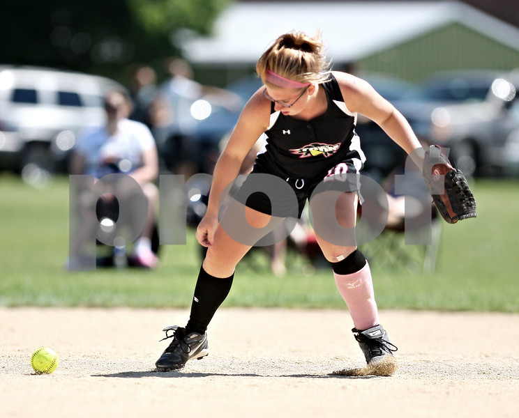 Beck Diefenbach  -  bdiefenbach@daily-chronicle.com<br /> <br /> Kishwaukee Valley Storm's Bailie Payne (20) misses a ground ball during a 16-under game against the Aurora Raiders during Storm Dayz in Sycamore, Ill., on Sunday June 28, 2009.