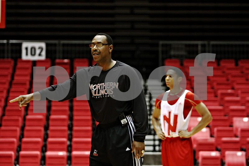 Rob Winner – rwinner@daily-chronicle.com<br /> <br /> NIU head basketball coach Ricardo Patton instructs his players during Wednesday's practice at the Convocation Center.<br /> <br /> 10/21/2009