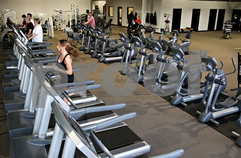 """Beck Diefenbach – bdiefenbach@daily-chronicle.com<br /> <br /> The main """"cardio"""" room of the new Fitworkz health club in DeKalb, Ill., on Wednesday Feb. 25, 2009."""