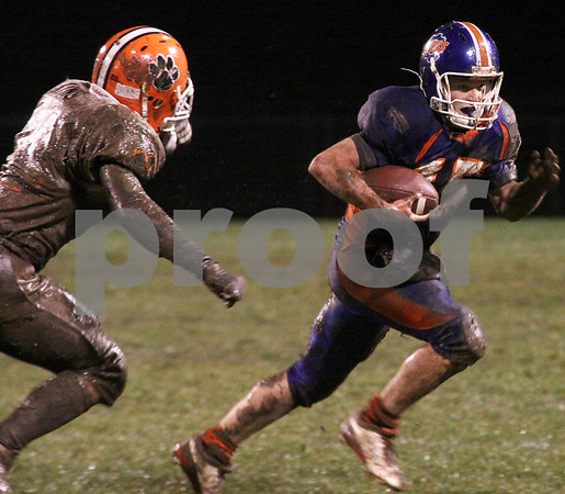 Wendy Kemp/For The Daily Chronicle<br /> Genoa-Kingston quarterback Craig Billington runs past a Byron defender during Friday's playoff game.<br /> Genoa 10/23/09