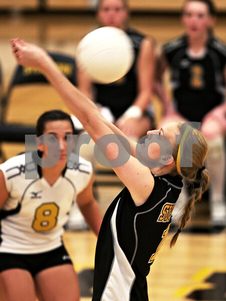 Beck Diefenbach  -  bdiefenbach@daily-chronicle.com<br /> <br /> Sycamore's Evyn McCoy (11) returns the ball during the first game of their match against Geneva High School in Sycamore, Ill., on Thursday Sept. 17, 2009. Geneva beat Sycamore 2-0.