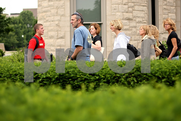 Beck Diefenbach  -  bdiefenbach@daily-chronicle.com<br /> <br /> Orientation leader Justin Larsen leads a group of parents during an orientation tour at Northern Illinois University in DeKalb, Ill., on Tuesday June 16, 2009.