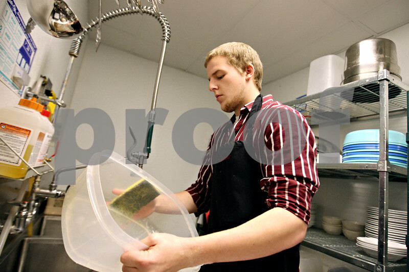 Rob Winner – rwinner@daily-chronicle.com<br /> <br /> Anthony Bernico, 17, of Sandwich High School, washes dishes within the kitchen at the Best Western Timber Creek Inn & Suites in Sandwich on Tuesday October 20, 2009.