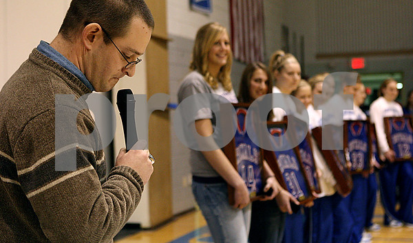 Rob Winner – rwinner@daily-chronicle.com<br /> During a ceremony recognizing the 2008-2009 IHSA Class 1A State Champions of Hinckley-Big Rock, an emotional Greg Burks pauses for a moment while giving a speech on Saturday December 19, 2009 in Hinckley, Ill.