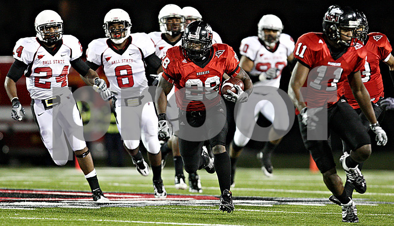 Rob Winner – rwinner@daily-chronicle.com<br /> With blockers out in front of him, NIU running back Chad Spann carries the ball down field during the first quarter.<br /> 11/12/2009