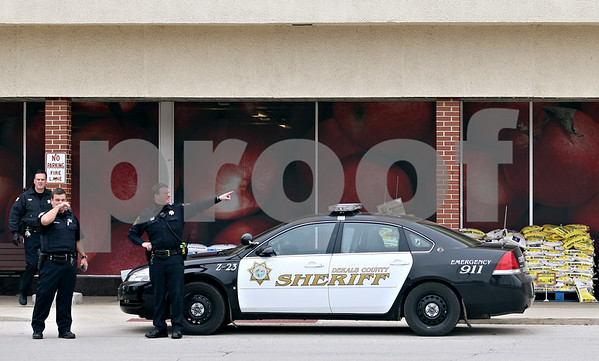 Beck Diefenbach  -  bdiefenbach@daily-chronicle.com<br /> <br /> DeKalb Police stand outside the Jewel-Osco grocery store in DeKalb, Ill., following an armed robbery at TCF Bank on Monday Oct. 12, 2009.