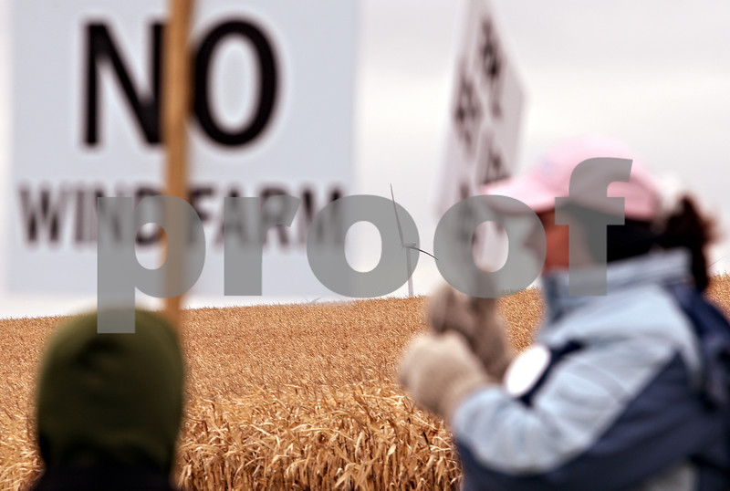 Beck Diefenbach  -  bdiefenbach@daily-chronicle.com<br /> <br /> A wind turbine stands in the background as anti-wind farm protesters stand on the corner of County Line Road and Lee Road in Lee, Ill., on Saturday Oct. 24, 2009.