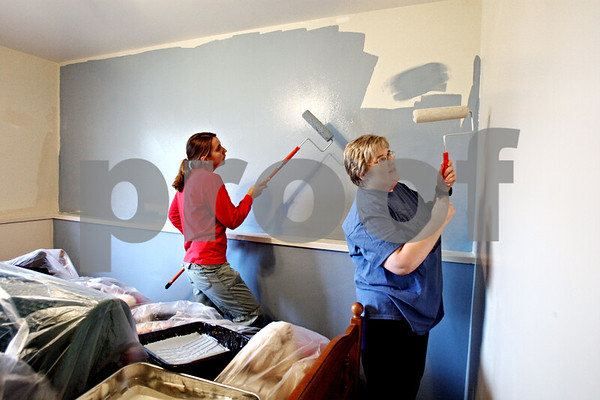 Rob Winner – rwinner@daily-chronicle.com<br /> Taylor Stockwell (left) and Kathy Nelson, both of Access Services of Northern Illinois, paint a room at the Opportunity House in Sycamore on Tuesday October 27, 2009.