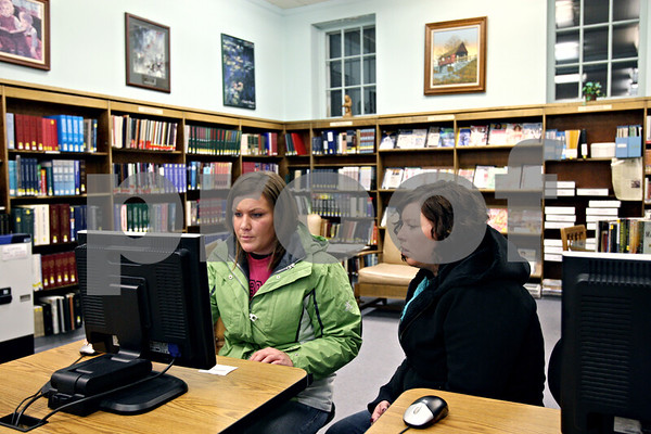 Rob Winner – rwinner@daily-chronicle.com<br /> Jenna Wilson (left), of Lake Holiday, and Lindsay Trout, of Sandwich, use a computer at the Sandwich District Library in Sandwich, Ill. on Wednesday December 30, 2009.