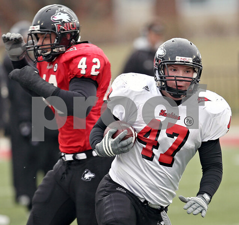 Beck Diefenbach  -  bdiefenbach@daily-chronicle.com<br /> <br /> Northern Illinois fullback Connor Flahive (47) during practice at Huskie Stadium in DeKalb, Ill., on Tuesday April 14, 2009.