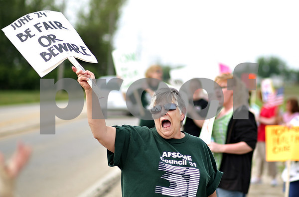 """Beck Diefenbach  -  bdiefenbach@daily-chronicle.com<br /> <br /> Nursing home cook Vicki Zink, of Sycamore chants for a """"fair contract"""" outside the DeKalb County Nursing Home in DeKalb, Ill., on Monday June 15, 2009. """"Just trying to make ends meet,"""" Zink said."""