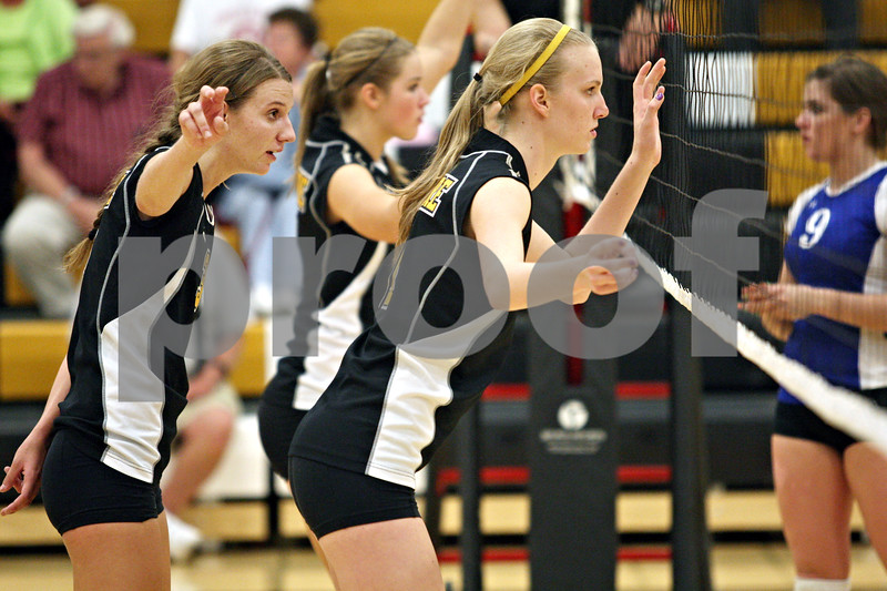 Beck Diefenbach  -  bdiefenbach@daily-chronicle.com<br /> <br /> Sycamore's Jillian Johnson (3, left) signals behind Evyn McCoy (11, right) during the second game of their match against Geneva High School in Sycamore, Ill., on Thursday Sept. 17, 2009. Geneva beat Sycamore 2-0.