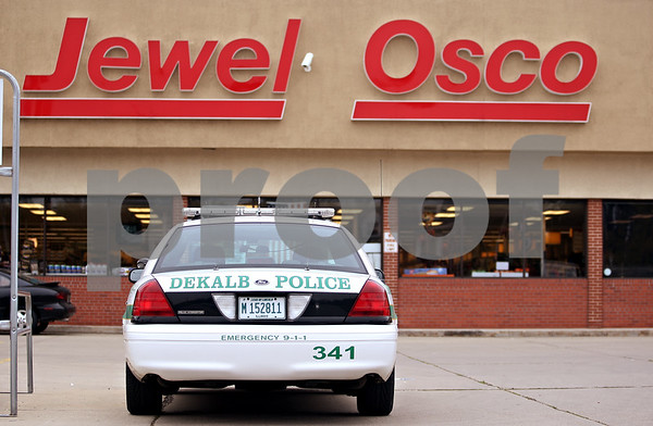 Beck Diefenbach  -  bdiefenbach@daily-chronicle.com<br /> <br /> A DeKalb Police vehicle sits outside the Jewel-Osco grocery store in DeKalb, Ill., following an armed robbery at TCF Bank on Monday Oct. 12, 2009.