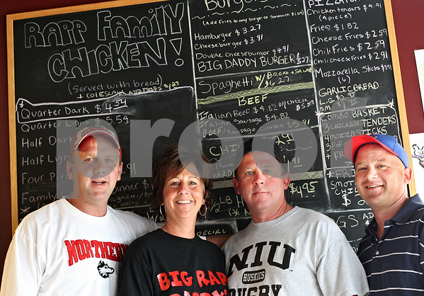 Beck Diefenbach  -  bdiefenbach@daily-chronicle.com<br /> <br /> From left, siblings Doug Rapp, Dawn Roberts. Dan Rapp and David Rapp brings back their old family restaurant in a new location in DeKalb, Ill., on Tuesday May 26, 2009.