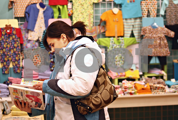 Beck Diefenbach  -  bdiefenbach@daily-chronicle.com<br /> <br /> Francesca Palazzolo, of Sycamore, Ill., hunts for a present for her daughter at moxie (CQ undercase) in DeKalb, Ill., on Thursday Jan. 8, 2009.