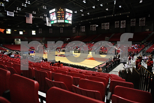 Beck Diefenbach  -  bdiefenbach@daily-chronicle.com<br /> <br /> The Northern Illinois Convocation Center during the game between Ball State and the Lady Huskies on Wednesday Jan. 21, 2009.