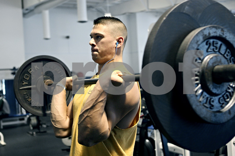 Rob Winner – rwinner@daily-chronicle.com<br /> Jace Quimby, a senior at Hiawatha, works out at the YMCA in DeKalb, Ill. on Tuesday December 22, 2009.