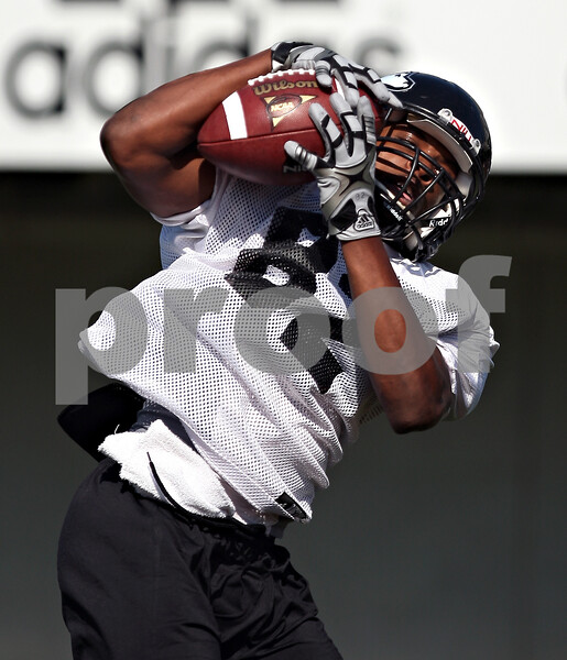 Beck Diefenbach  -  bdiefenbach@daily-chronicle.com<br /> <br /> wide receiver Preston Williams (82) during practice at Huskie Stadium of Northern Illinois University in DeKalb, Ill., on Tuesday Sept. 1, 2009.