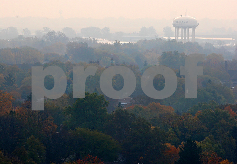 Beck Diefenbach  -  bdiefenbach@daily-chronicle.com<br /> <br /> The DeKalb water tower on Wednesday October 21, 2009.