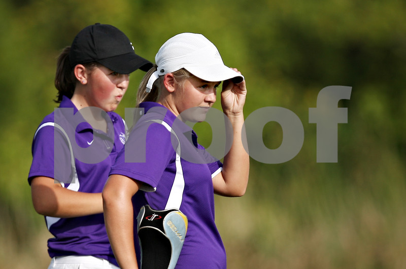 Beck Diefenbach  -  bdiefenbach@daily-chronicle.com<br /> <br /> Hampshire's Talor (left) and Connie Ellett during their match against Genoa-Kingston High school at Oak Club of Genoa in Genoa, Ill., on Wednesday Sept. 23, 2009.