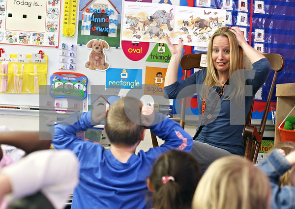 Beck Diefenbach  -  bdiefenbach@daily-chronicle.com<br /> <br /> Kindergarden teacher Susan Stensland reads a book with her afternoon class at Jefferson Elementary School in DeKalb, Ill., on Wednesday April 29, 2009.