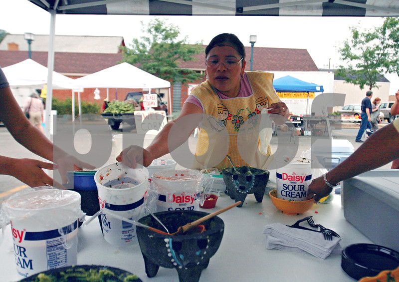 Randi Stella – rstella@daily-chronicle.com<br /> <br /> Irma Garcia, from Sycamore, makes guacamole from scratch at the Salsa Challenge in Sycamore, Ill., Sunday, August 16th, 2009.