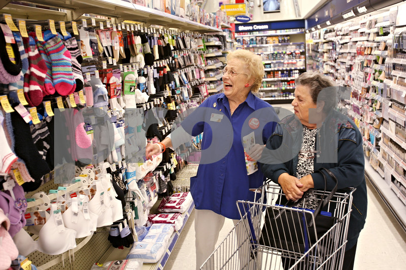 Beck Diefenbach  -  bdiefenbach@daily-chronicle.com<br /> <br /> Walgreens' Audrey Bundy (left) ties to help customer Marie Capupo find what she needs at Walgreens in Sycamore, Ill., on Friday Oct. 9, 2009.