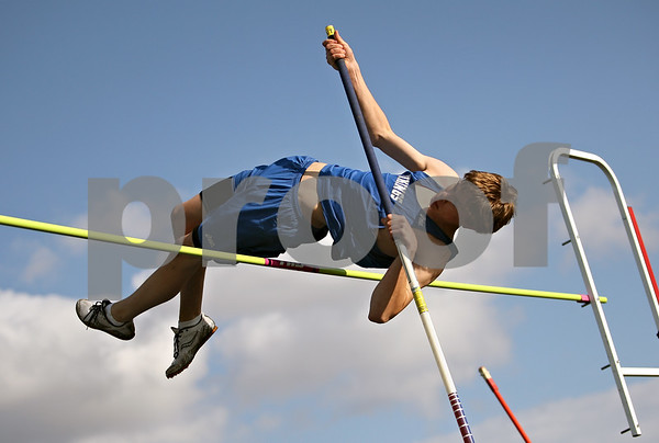 Beck Diefenbach  -  bdiefenbach@daily-chronicle.com<br /> <br /> Geneva's Patrick Niedbala competes in the pole vault during the Gib Seegers Track and Field Classic at Sycamore High School in Sycamore, Ill., on Friday May 1, 2009.
