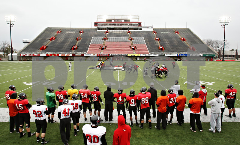 Beck Diefenbach  -  bdiefenbach@daily-chronicle.com<br /> <br /> Northern Illinois during practice at Huskie Stadium in DeKalb, Ill., on Tuesday April 14, 2009.