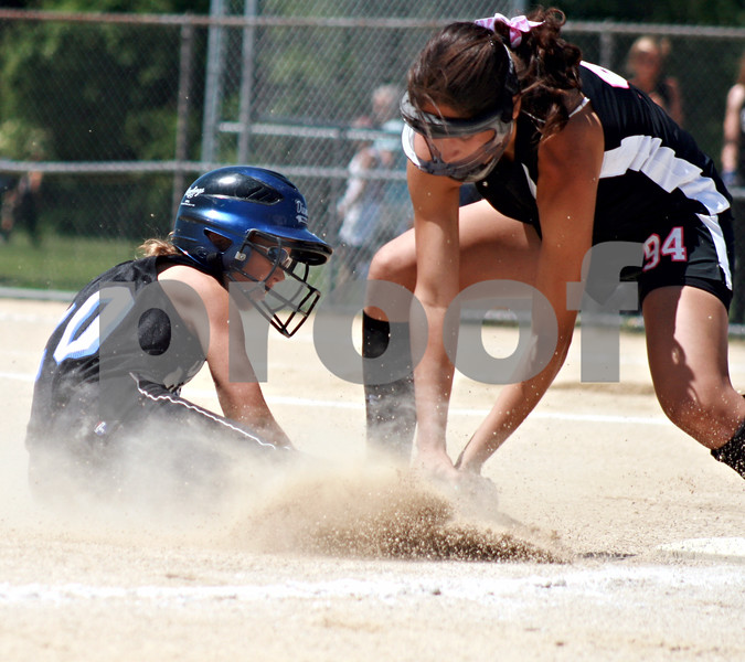 Randi Stella – rstella@daily-chronicle.com<br /> <br /> Kishwaukee Valley Storm member Hannah Walter (94) tags out McKenzie Schwarze (20) from the Wasco Diamonds during a 14-under game during Storm Dayz in Sycamore, Ill., on Sunday, June 28, 2009.