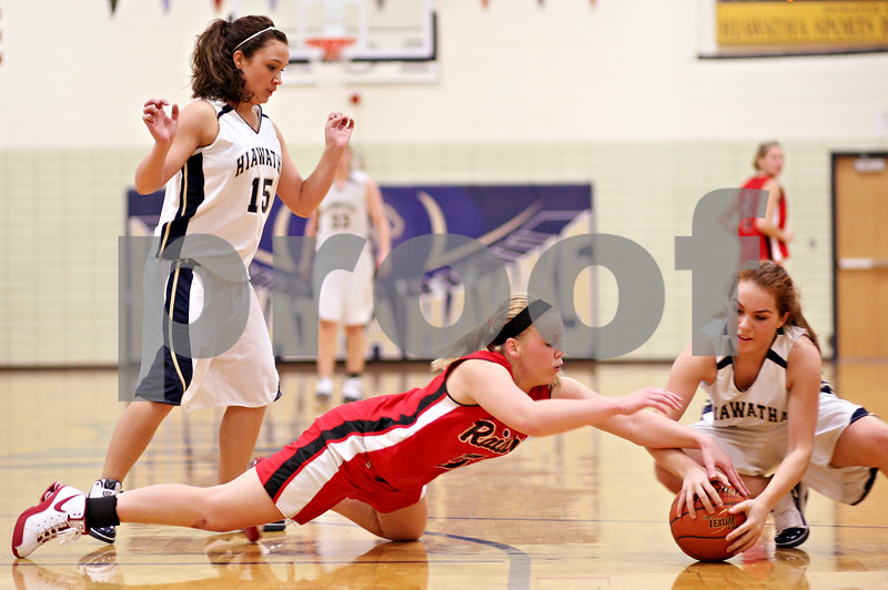 Beck Diefenbach  -  bdiefenbach@daily-chronicle.com<br /> <br /> Hiawatha's Michelle Novelli (15, left) watches as Earlville-Leland's Hailey Butts (5, center) and Hiawatha's Cassie Lutz (10) leap for the loose ball during the second quarter of the game at Hiawatha High School in Kirkland, Ill., on Monday Dec. 14, 2009.