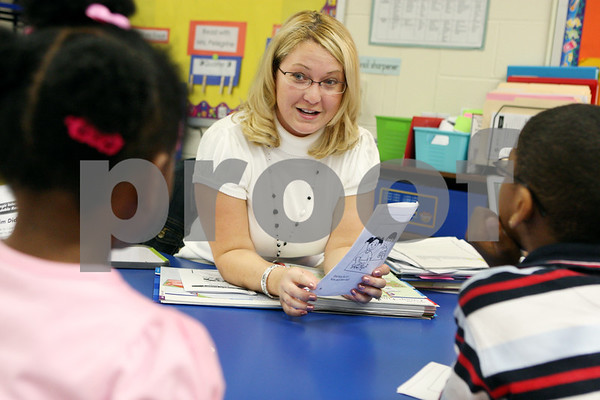 Rob Winner –  rwinner@daily-chronicle.com<br /> Teacher Lauren Peckham, of Tyler Elementary School in DeKalb, works with a group of first graders during a reading lesson on Wednesday morning.<br /> 09/16/2009