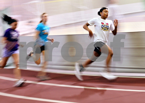Beck Diefenbach  -  bdiefenbach@daily-chronicle.com<br /> <br /> Sycamore track runner Lake Kwaza runs during practice at Sycamore High School's field house in Sycamore, Ill., on Monday April 13, 2009.