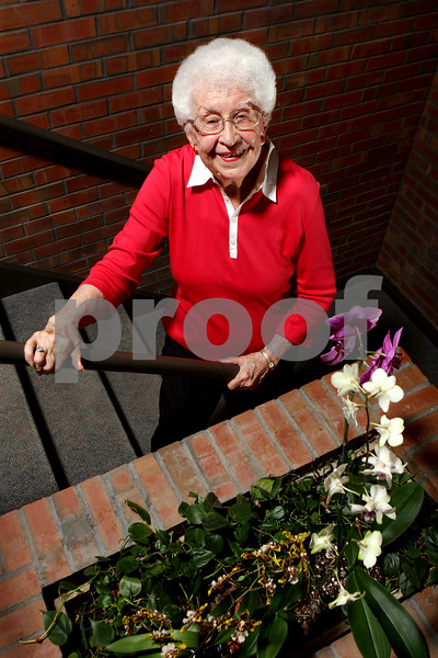 Rob Winner – rwinner@daily-chronicle.com<br /> Eileen Hickman, 92, is a resident at Oak Crest in DeKalb. Hickman uses the stairs at Oak Crest for exercise.<br /> 07/30/2009