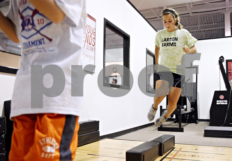 Rob Winner – rwinner@daily-chronicle.com<br /> <br /> DeKalb soccer player Allison Smith works out on a plyometric floor at Athletic Republic in DeKalb, Ill. on Wednesday July 21, 2010.