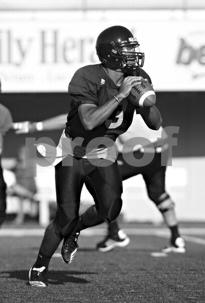 Beck Diefenbach  -  bdiefenbach@daily-chronicle.com<br /> <br /> Northern Illinois University's DeMarcus Grady during practice at Huskie Stadium in DeKalb, Ill., on Wednesday Aug. 25, 2010.