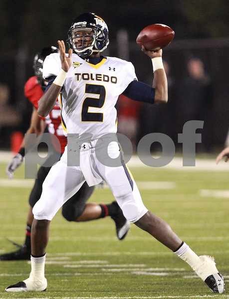 Kyle Bursaw - kbursaw@daily-chronicle.com<br /> <br /> Toledo quarterback Terrance Owens (2) looks to pass during the game against the Northern Illinois in in DeKalb, Ill. on Nov. 9, 2010