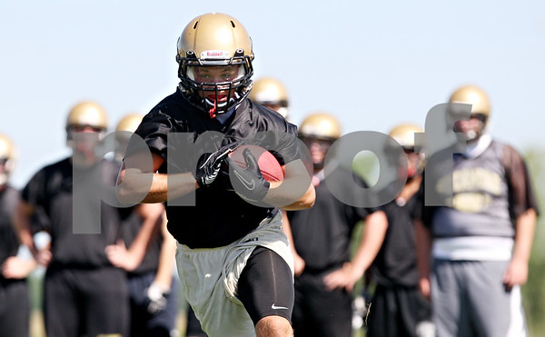 Rob Winner – rwinner@daily-chronicle.com<br /> <br /> Tommy Nice carries the ball during the Spartans first practice on Wednesday August 11, 2010 in Sycamore, Ill.