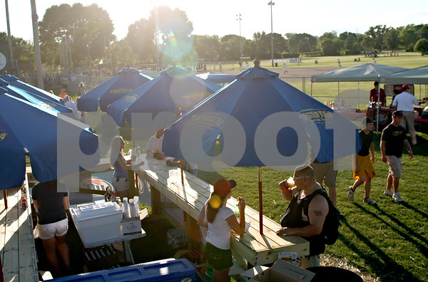 Beck Diefenbach  -  bdiefenbach@daily-chronicle.com<br /> <br /> Fans explore the expanded facilities at Founders Field during the DeKalb County Liners home opening game at Sycamore Park in Sycamore, Ill., on Wednesday June 16, 2010.